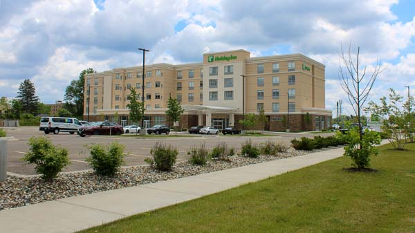 Holiday Inn & Suites, Holiday Inn Express & Suites